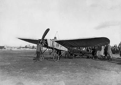 Авиатор Пиотровский на аэроплане Блерио. Санкт-Петербург. 1911 г.