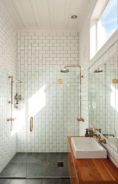 Últimas tendencias para el cuarto de baño griferías doradas y negras