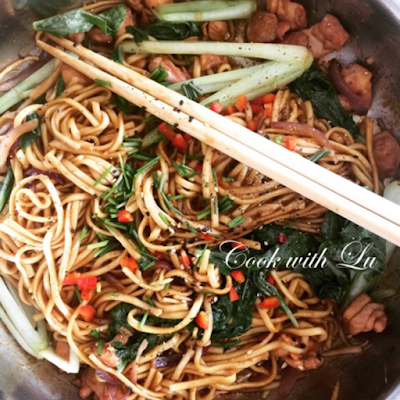 Expat, Nomad, Immigrant: Stories From Life Abroad A Guest Post Series Featuring Lu En Aparté - A Pan With Vegetables, Meat And Noodles And Chopsticks