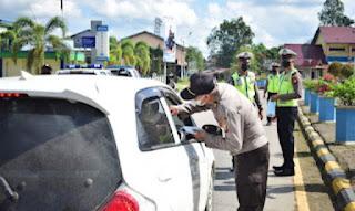 Gerakan Mobil Masker, Polres Sekadau Imbau Masyarakat Patuh Prokes