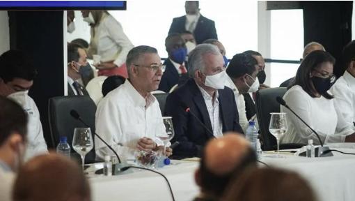 LUIS ABINADER ANUNCIAS OBRAS PARA SDE; MANUEL JIMENEZ PIDE DECLARAR MUNICIPIO EN ESTADO DE EMERGENCIA