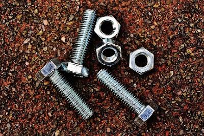 Metal screws cause hardware disease