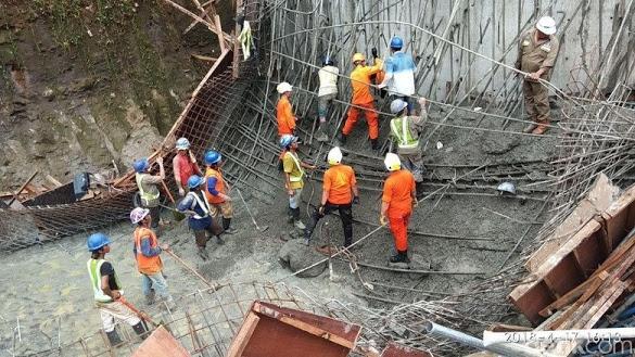 Mencekam! Ini Foto dan Video Evakuasi Korban Proyek Tol Ambruk di Manado