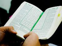 神が恵まれたコーランの読者になる
