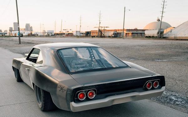Dodge Charger R/T 1968 ganha motor central HellCat nos EUA - fotos