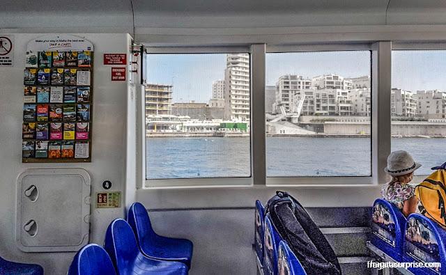 Travessia de Sliema para Valeta a bordo de um ferry, em Malta