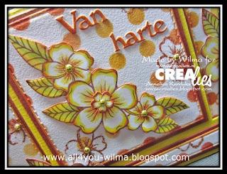 Een close-up van met kleurpotloden ingekleurde bloemen en blaadjes van bloemenboeket A. A close-up of flowers and petals of flower bouquet A, colored with crayons.
