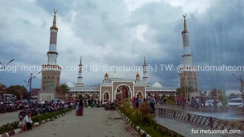 Ramai masjid Islamic Center Indramayu.