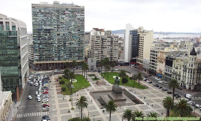 Praça Independência em Montevidéu vista do Palácio Salvo