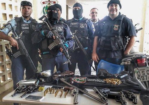 policia morada nova