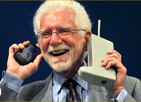 first mobile phone in world, who invented mobile phone, first phone in the world,