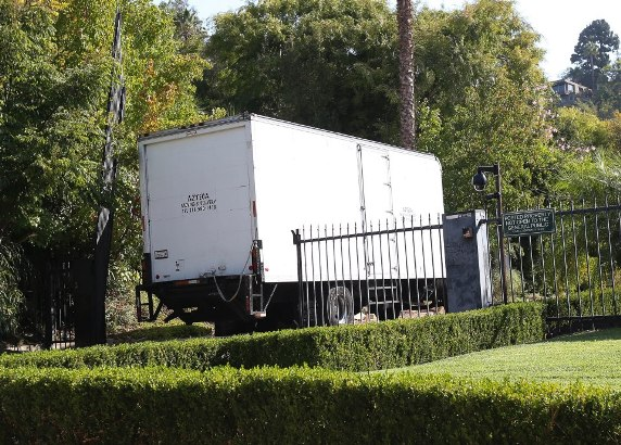 , Brad Pitt and Angelina Jolie divorce intensifies as Trucks arrived their Californian mansion, Latest Nigeria News, Daily Devotionals & Celebrity Gossips - Chidispalace