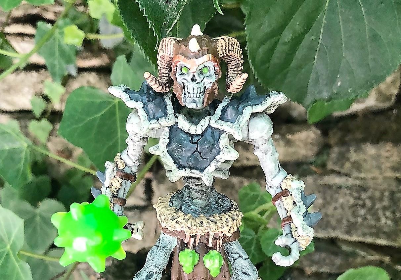 Plastic Figure 42450 SCHLEICH Stone skeleton with Weapon Eldrador