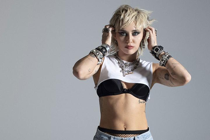 Miley Cyrus, sukses meratu di chart Billboard
