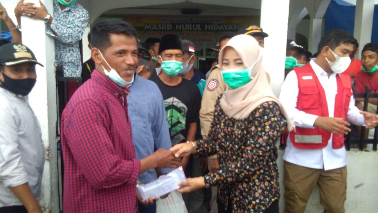 Serahkan Bantuan Korban Kebakaran, Ambo Alang : Semoga Bermanfaat