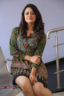 Actress Shruti Sodhi Pictures at Meelo Evaru Koteeswarudu Trailer Launch  0116.JPG