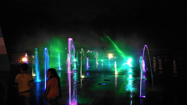 Espetáculo de projeções na água no Hito de las Tres Fonteras.