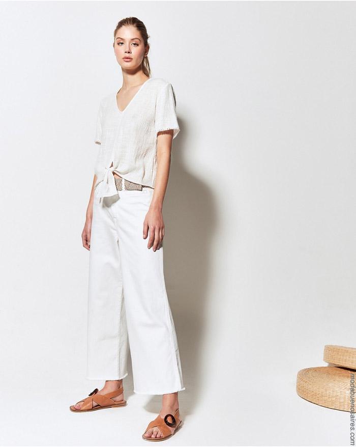 Blusas anudadas y pantalones de lino primavera verano 2020.