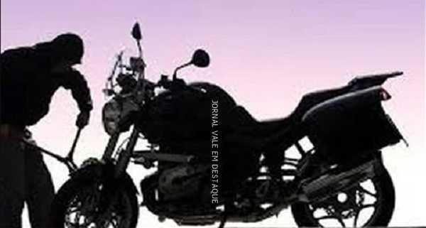 Em Quixeré CE, motocicleta é furtada de estacionamento