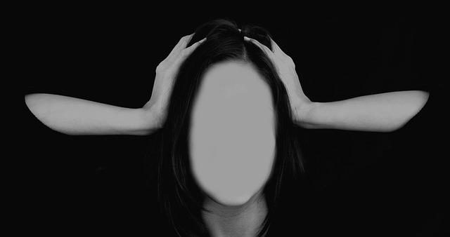 migraine in women | women suffering from women