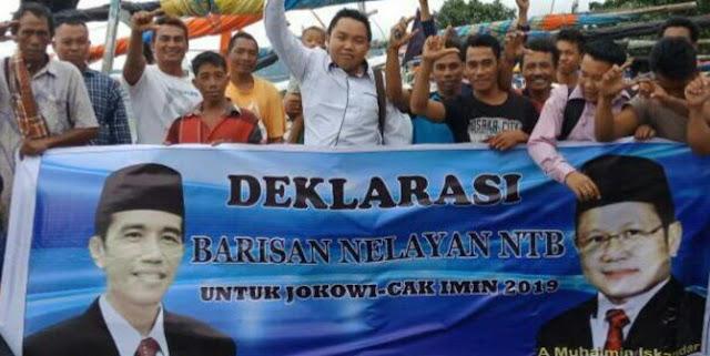 Nelayan di NTB bentangkan spanduk 'Jokowi-Cak Imin 2019'