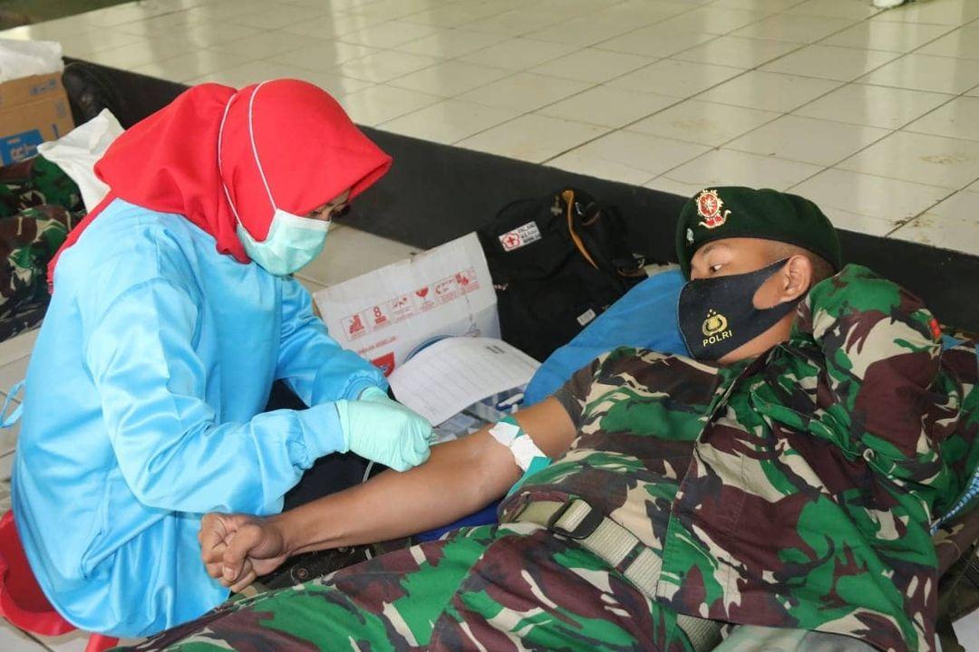 Bantu Stok Darah PMI Salatiga, Yonif MR 411/Divif 2 Kostrad Gelar Donor Darah