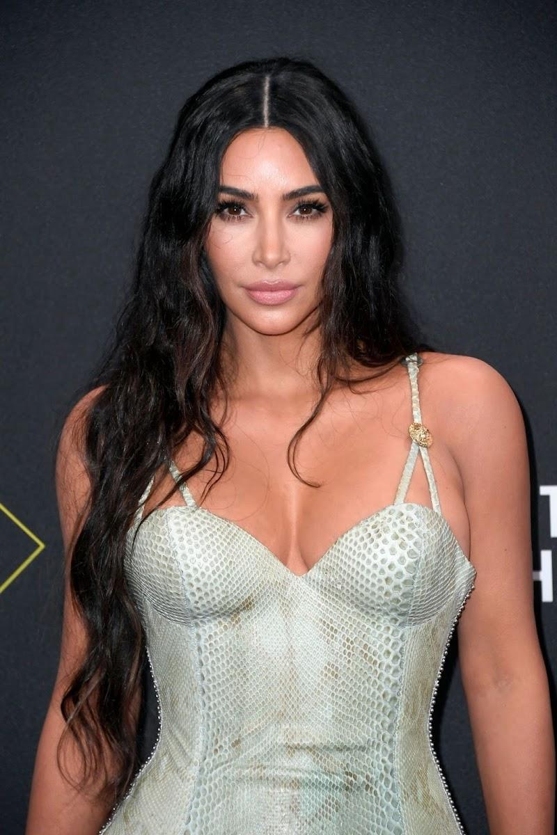 Kim Kardashian Clicks in 2019 People's Choice Awards