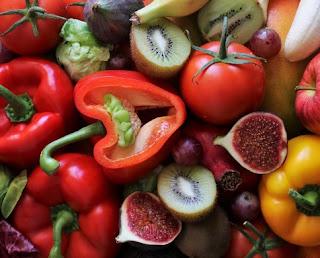 gambar 13  Buah dan sayuran yang kaya akan vitamin C