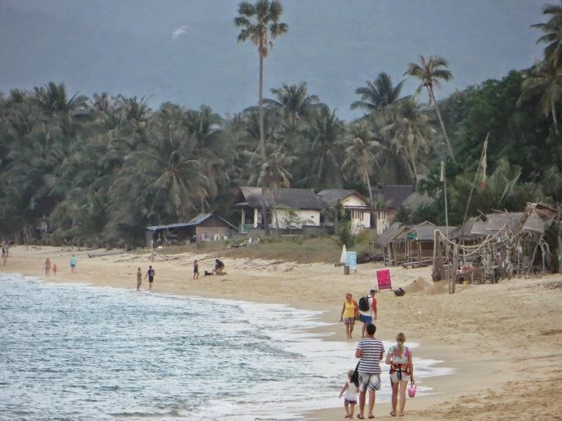 Прогулка по пляжу Таиланд