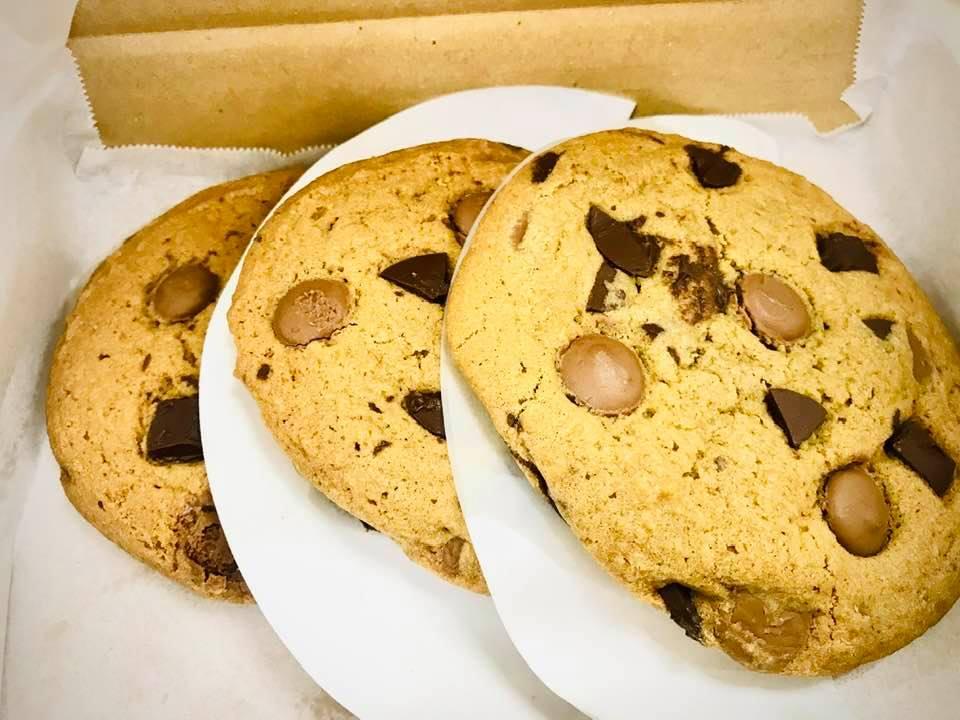 Wordless Wednesday : Makan Cookies (Ala Subway) dari Manis Logic