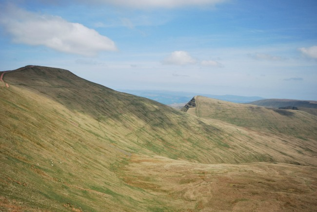 Walks-in-South-Wales-Pen-Y-Fan-image-of-pen-y-fan-cribyn-and-fan-y-big