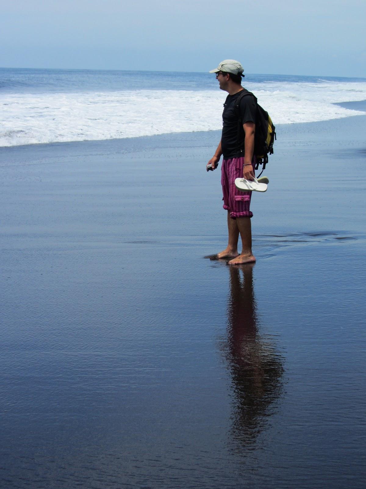 Procurando tartarugas em MONTERRICO, uma das mais belas praias da Guatemala   Guatemala