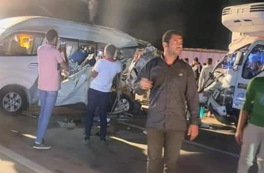 بالصور.. مصرع شخصين وإصابة 8 آخرين في حادث تصادم بصحراوي البحيرة