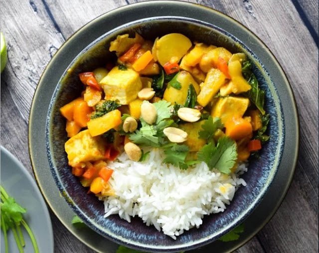 Slow Cooker Thai Pineapple Vegetarian Curry #vegetarian #dinner