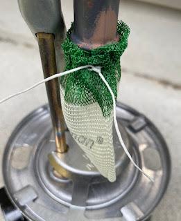 286A マントルの紐を固結びする