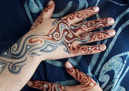 Glitter Mehndi Designs For Back Hands