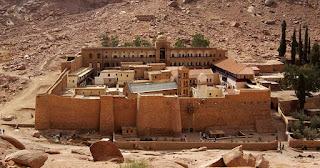 Το μοναστήρι της Αγίας Αικατερίνης που βρίσκεται στην κορυφή του Όρους Σινά
