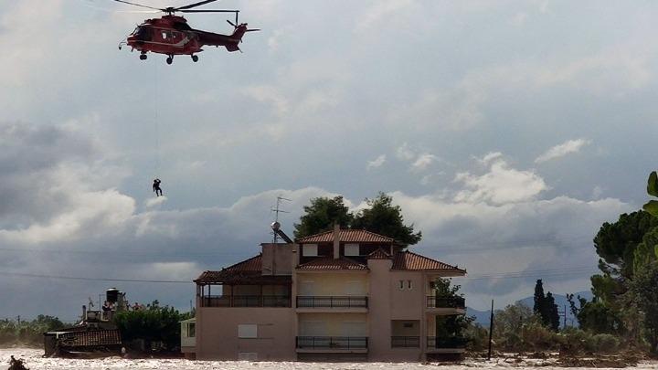 Εύβοια - Πλημμύρες: Εντοπίστηκε ζωντανή μια γυναίκα που είχε χαθεί