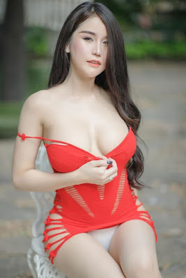 Hot and sexy photos of beautiful busty asian hottie chick Thai Maxim model babe Prapatsara Kongpanus photo highlights on Pinays Finest Sexy Nude Photo Collection site.