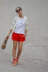 Look con short rojo