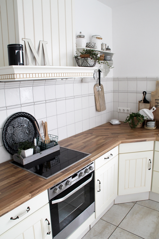 Küchen Impressionen Nicolas Vahe schwarze Box T und HK Living Brettchen aus Holz