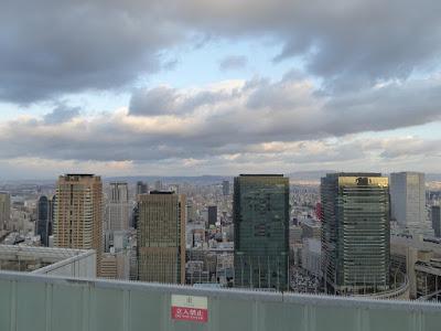 梅田スカイビル空中庭園展望台から望む360度のパノラマビュー 東側