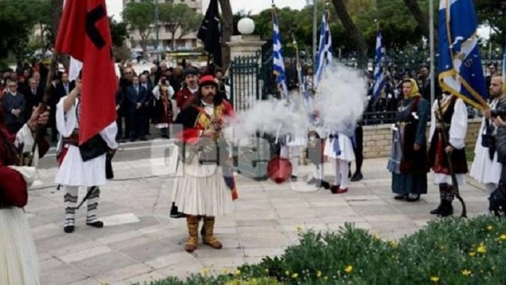 «Κολοκοτρώνης» πυροβόλησε με καριοφίλι φωτογράφο στην παρέλαση
