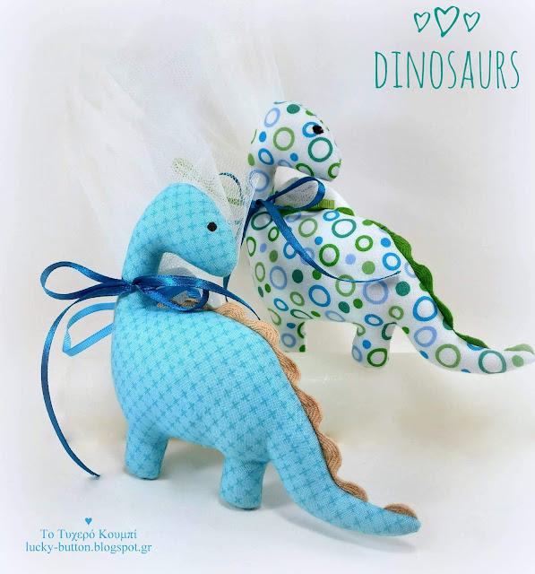 Υφασμάτινοι δεινόσαυροι σε γαλάζιες αποχρώσεις και πουά