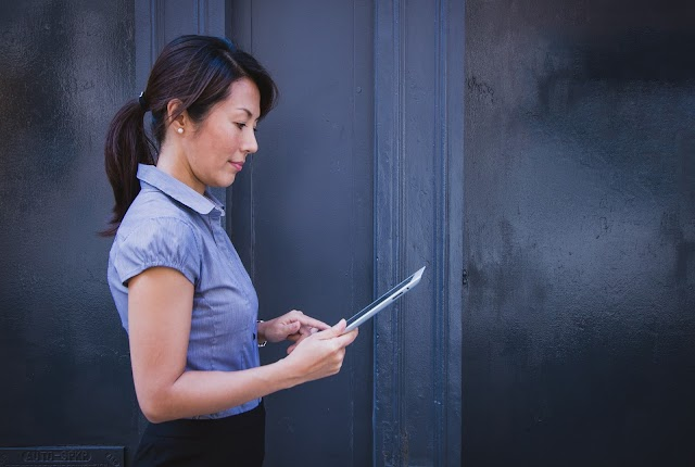 Productivity Apps Every Businesswoman Should Have on Her Phone