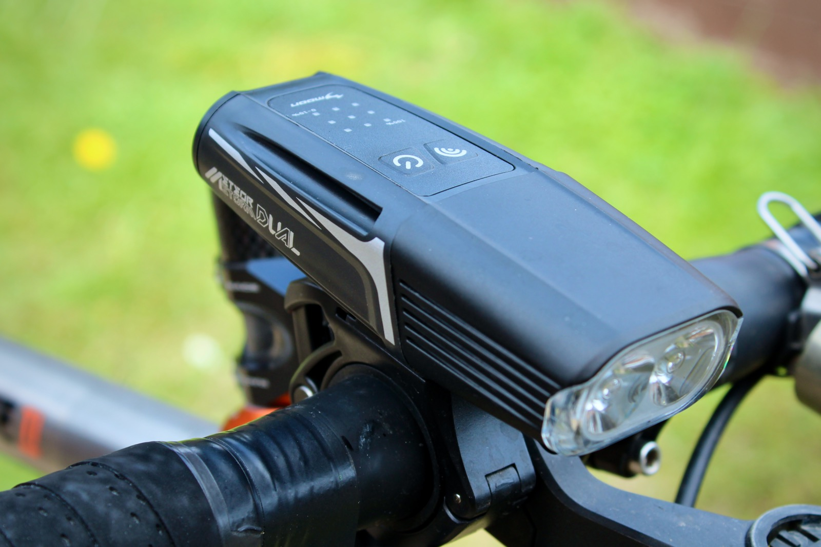 Review Moon Meteor Storm Dual Front Bicycle Light
