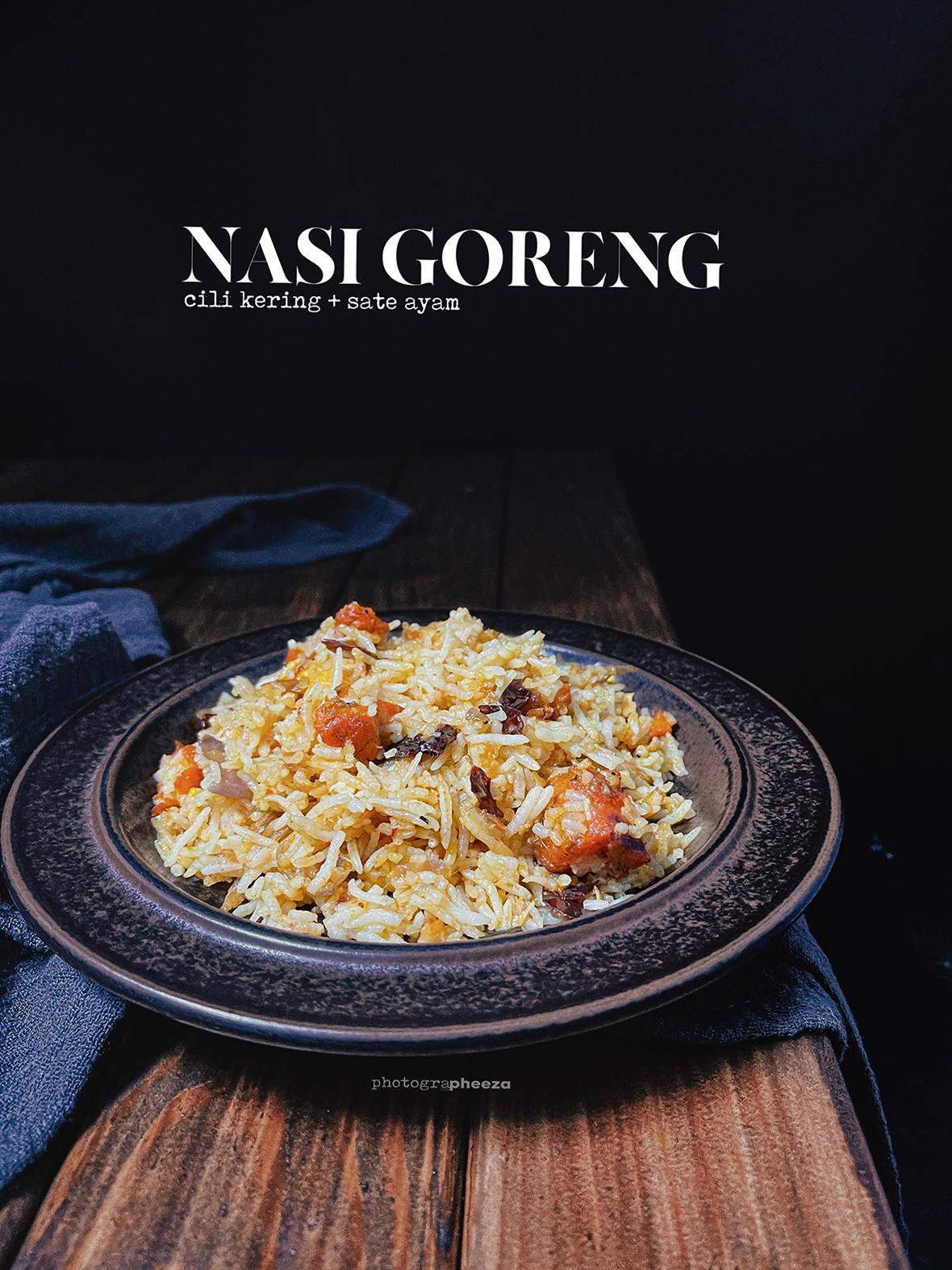 Nasi Goreng Cili Kering Campur Sate Ayam