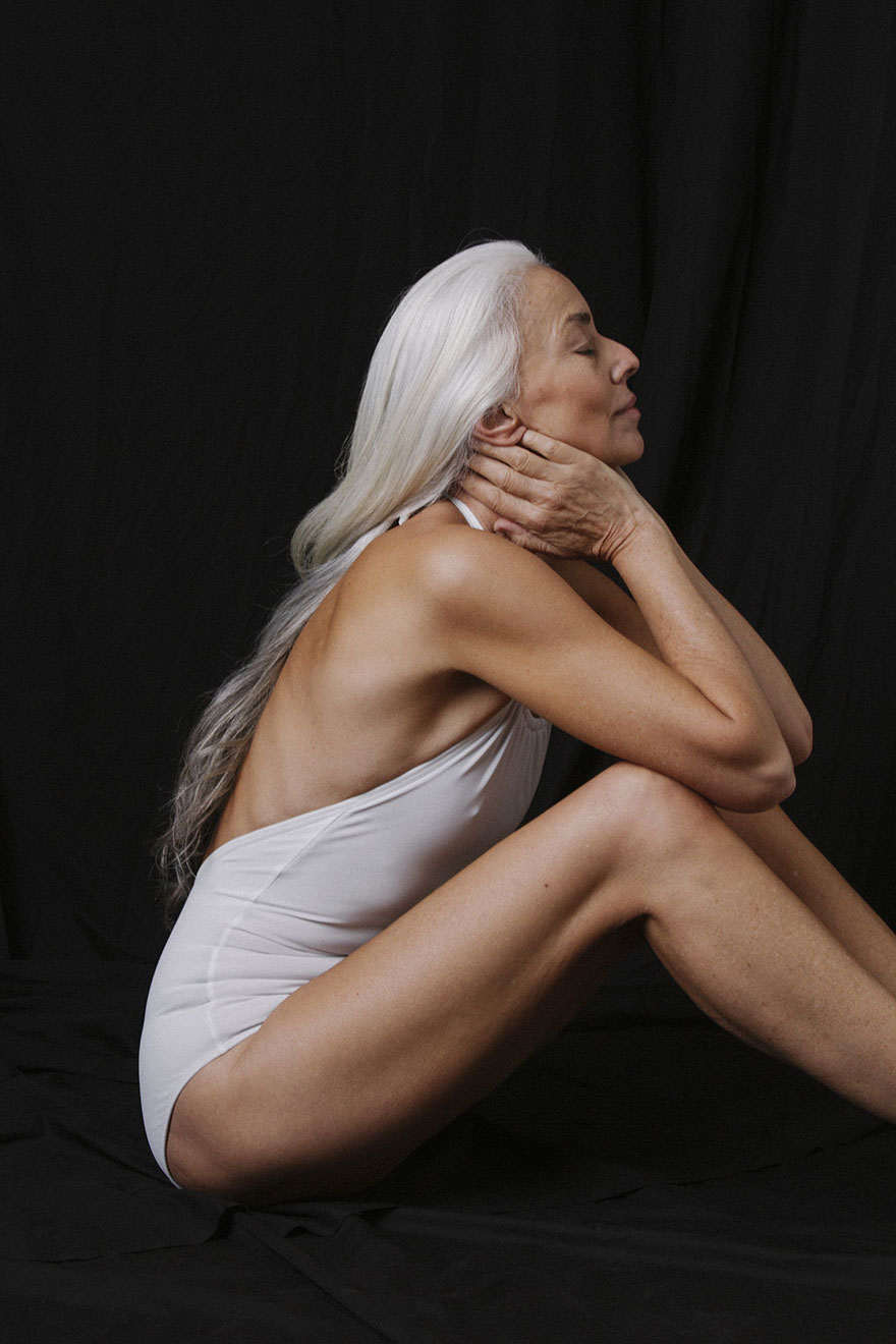 She's a model, visual artist, and self-portrait photographer based in Malibu, California - 61-Year-Old Model Absolutely Rocks Her Swimsuit Campaign, And Shares Her Beauty Secrets