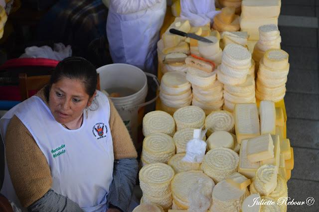 Fromage péruvien sur un marche dans la Vallée Sacrée