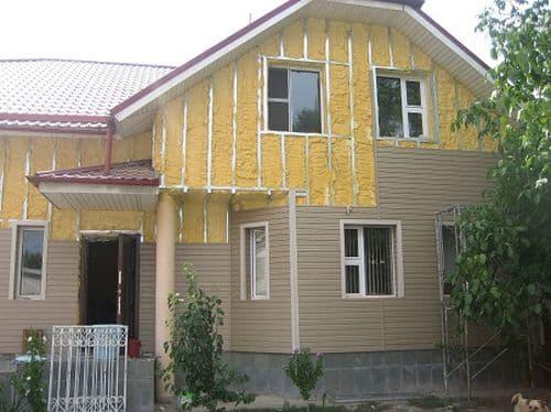Какой материал выбрать для утепления загородного дома